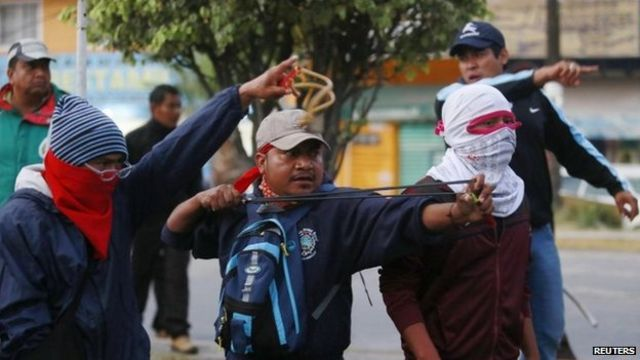 Mexico missing students: Protesters clash with police