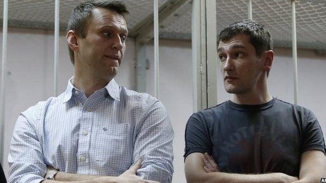 Alexei Navalny (left) and his brother Oleg