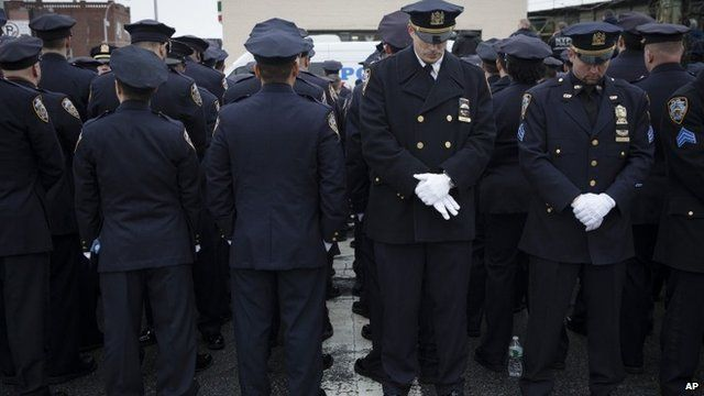 Some police officers turn their backs in sign of disrespect as Mayor Bill de Blasio
