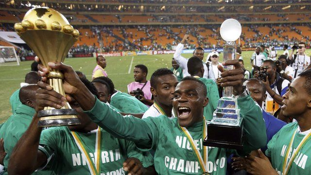 Nigeria hold the trophy after winning the African Cup of Nations in Johannesburg, February 2013
