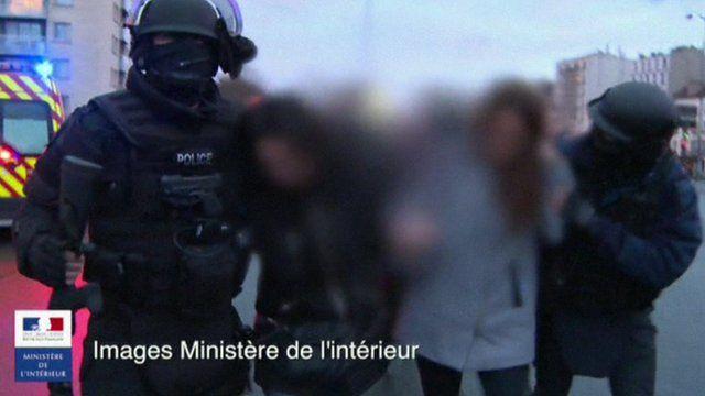 People escorted from Paris supermarket siege
