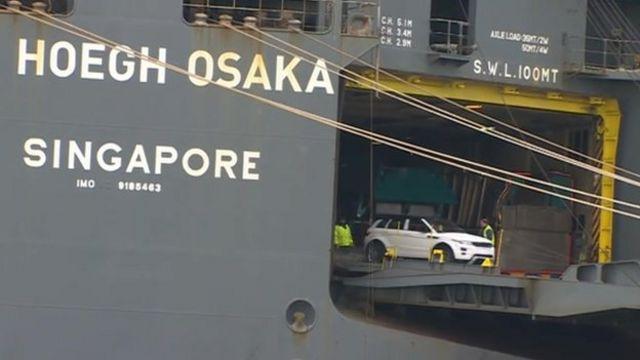 Hoegh Osaka and Land Rover