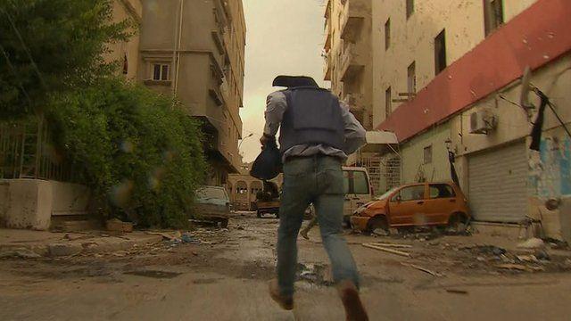Man runs through Benghazi street