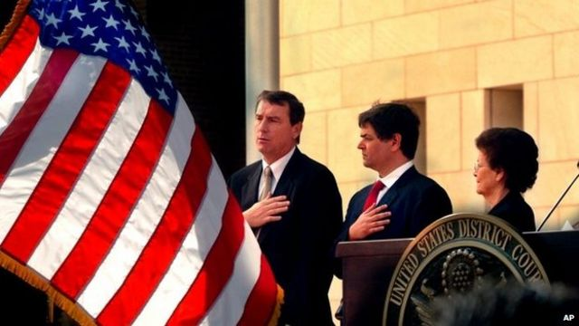 US judge temporarily halts Obama's immigration orders