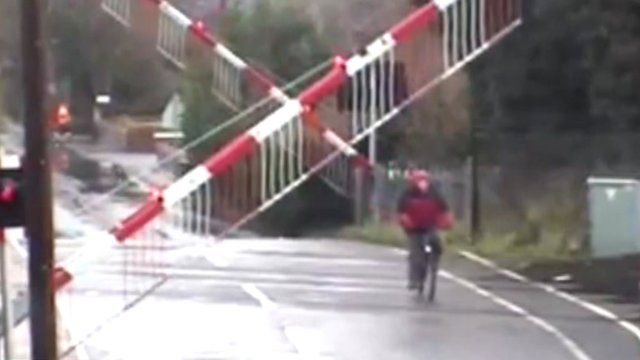 The cyclist got 'caught' between the barriers across Fen Road in Cambridge