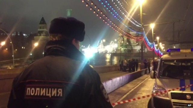 Moscow policeman at scene of shooting of opposition politician Boris Nemtsov