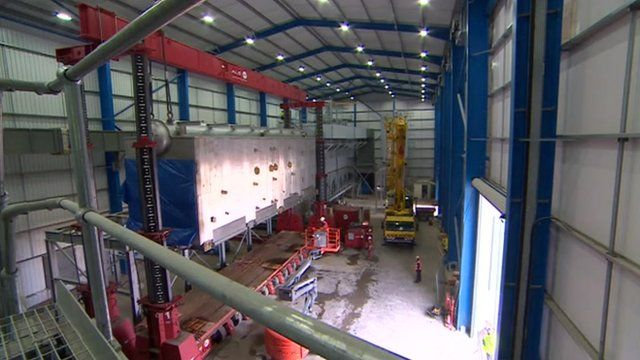 Tyseley wood-burning biomass plant gets 140 tonne boiler - BBC News