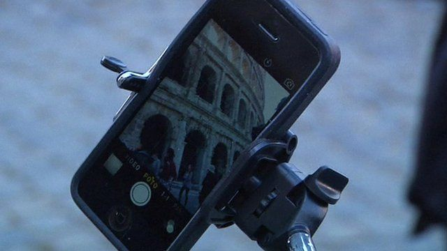 Picture of the Colosseum on a mobile phone