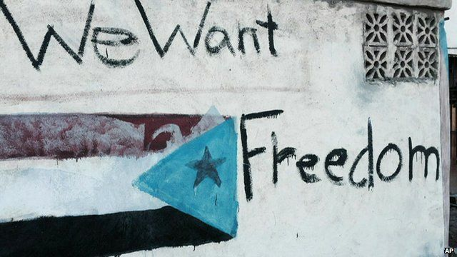 Graffiti depicting the old South Yemen flag