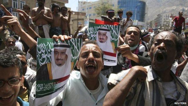 Yemen crisis: Dozens killed by 'air strike' near refugee camp