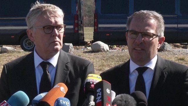 Thomas Winkelmann, chief executive, Germanwings (left) and Carsten Spohr, chief executive, Lufthansa (right)