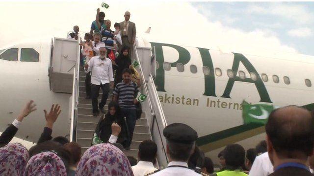 Pakistanis evacuated from Yemen arrive home