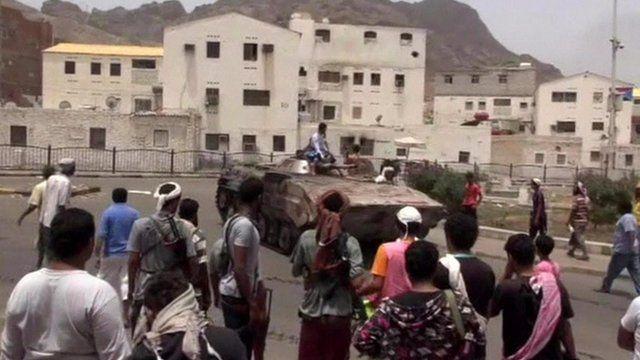 Tank in Yemen's port city of Aden