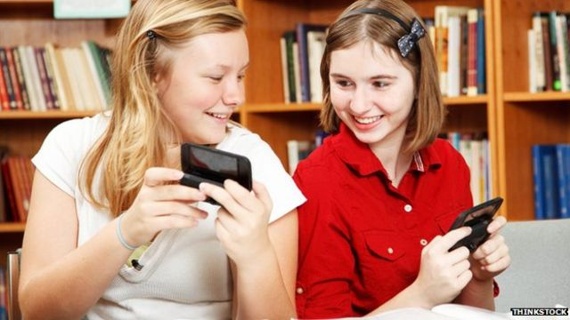 Mobile phone bans 'improve school exam results'