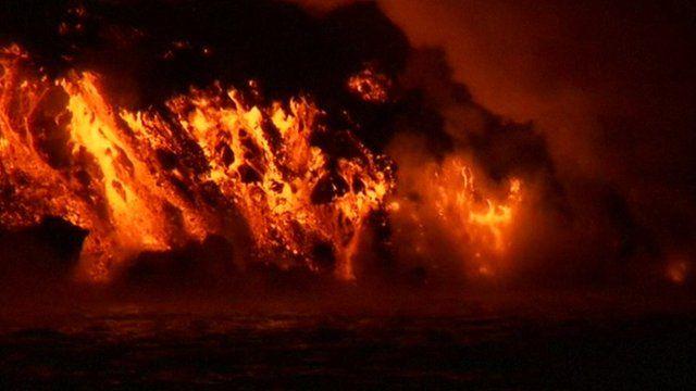Wolf Volcano on Isabela Island erupts