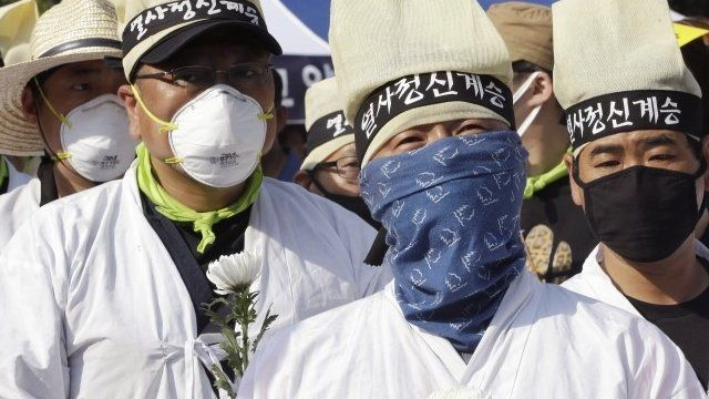 People wearing masks as protection from Mers