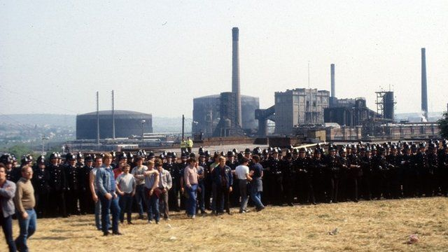 Police and striking miners clash
