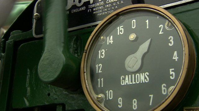 A dial measuring how many gallons of petrol are pumped