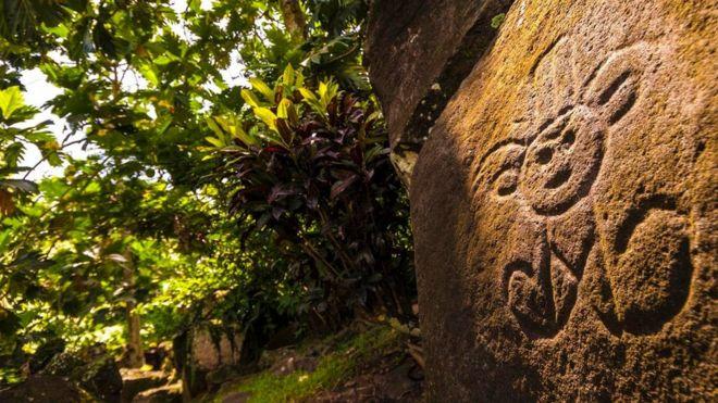加勒比海小岛上的岩石壁画