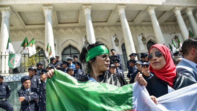 نتيجة بحث الصور عن girl algeria Demonstrators
