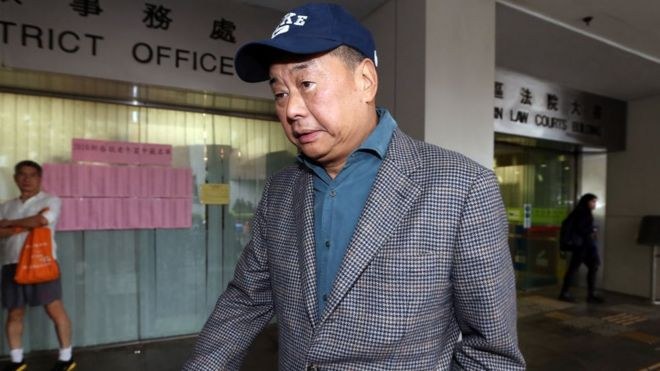 Media tycoon Jimmy Lai Chee-ying leaves Eastern Magistrates' court 2016