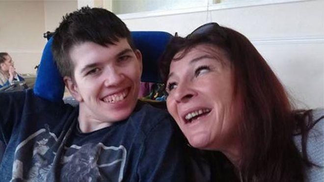 Alex Hill e sua mãe