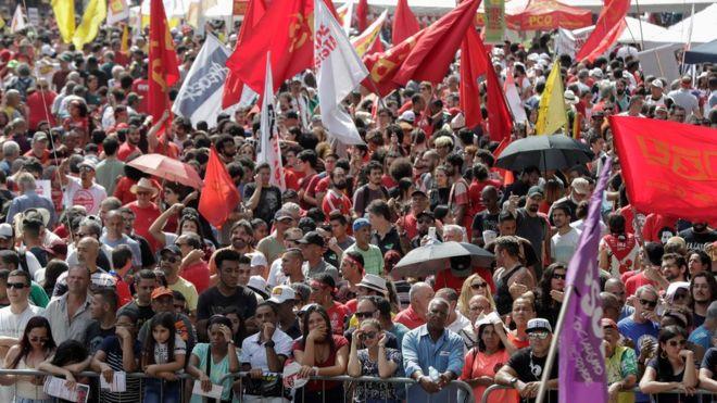 Milhares de trabalhadores se reuniram no centro de São Paulo para comomorar o Dia do Trabalhador