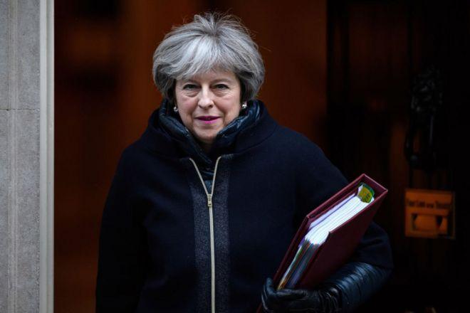 就在幾天前,三名知名保守黨議員還聯合在《太陽報》撰文,批評梅首相無力掌控局面。