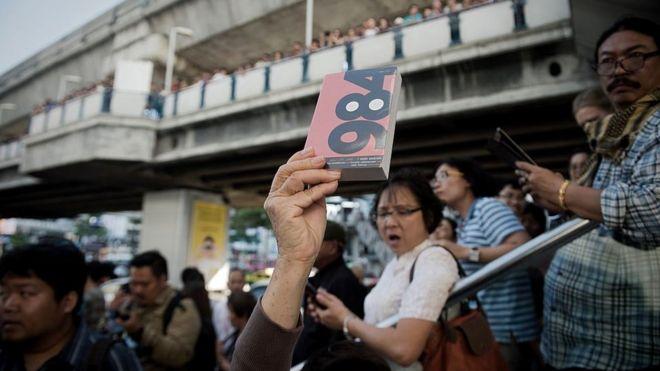 Бангкок, 2015 год. Книга Оруэлла в некоторых странах до сих пор - символ сопротивления тоталитаризму