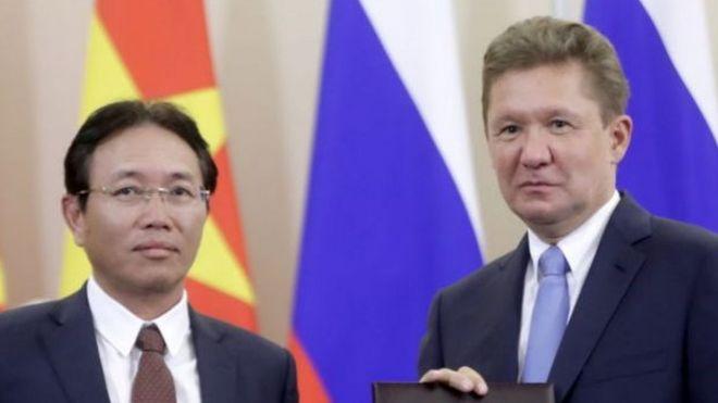 Tổng giám đốc PVN Nguyễn Vũ Trường Sơn (trái) vừa nộp đơn xin từ chức