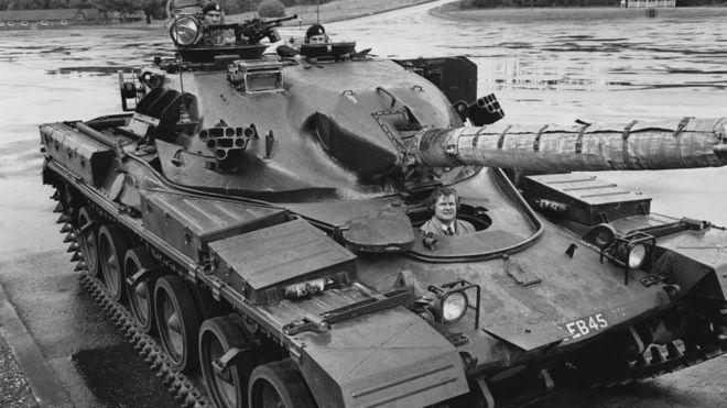 شاه ایران تصمیم داشت تا با خرید تانکهای چیفتن، ارتش ایران را بازسازی کند