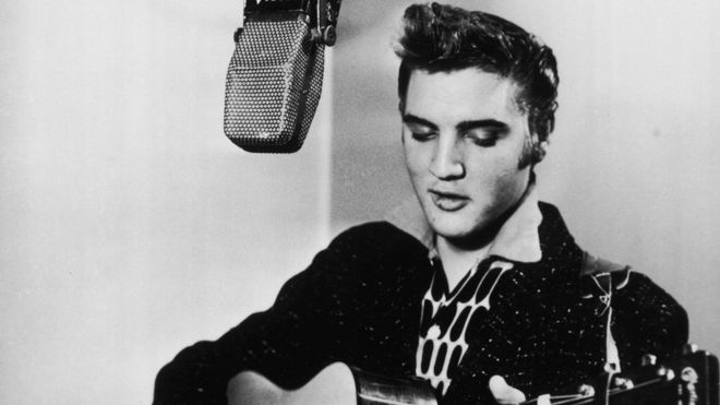 Elvis Presley gets US Presidential Medal of Freedom - BBC News