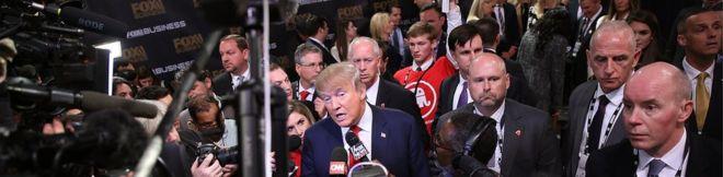 Дональд Трамп обращается к журналистам в Северном Чарльстоне, штат Южная Каролина, 14 января