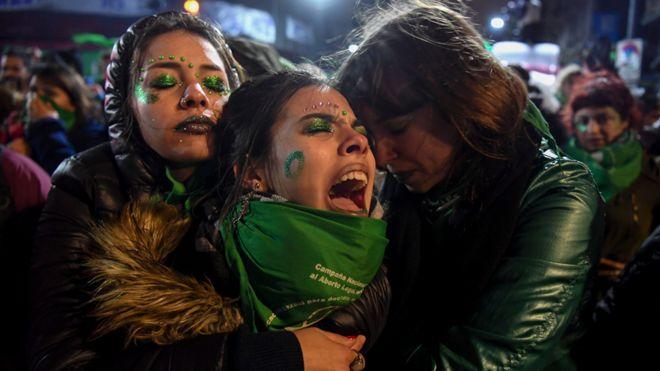 Feministas llorando