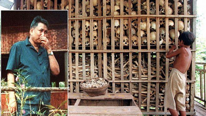 Foto de Pol Pot insertada en foto de calaveras de las víctimas del régimen.