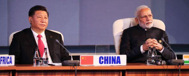 Chủ tịch Trung Quốc Tập Cận Bình và Thủ tướng Ấn Độ Narendra Modi tại Hội nghị thượng đỉnh BRICS lần thứ 10.