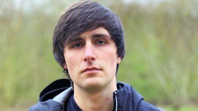 NHS 'should not prescribe acne drug' - BBC News