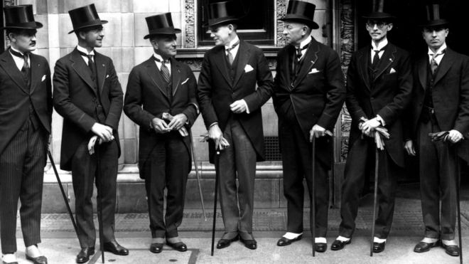В 1920-х мужчины обычно носили короткие пиджаки - за исключением тех формальных случаев, когда стандартом считался фрак