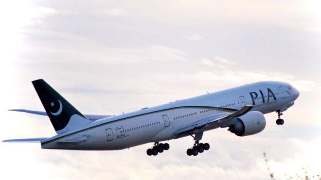 شركة طيران باكستانية توقف موظفين من بينهم طيارون بسبب