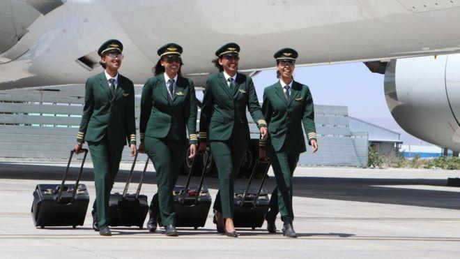 在埃塞俄比亚,越来越多的女性成功地完成飞行员训练。