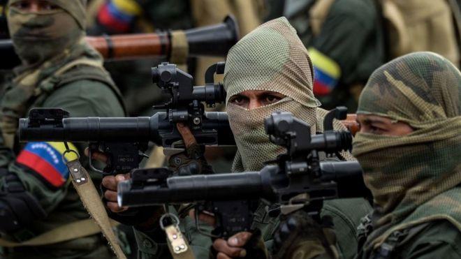 Militares venezuelanos durante desfile