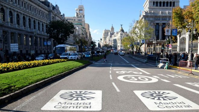 Air pollution: Madrid bans old cars to reduce emissions