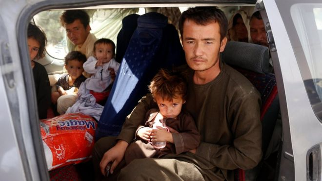 Hundreds of people fled fighting in Ghazni
