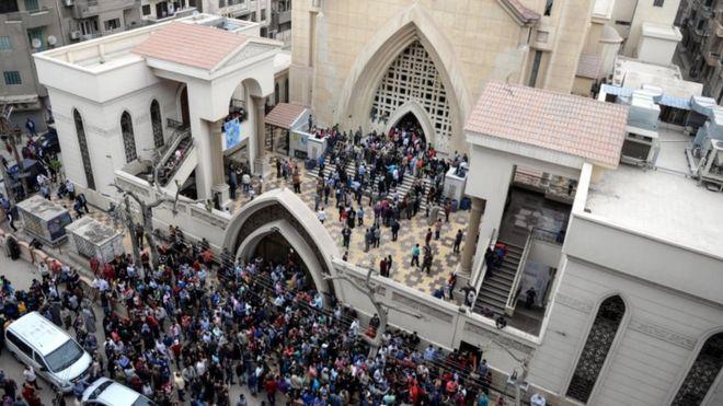 تجمع مواطنون قبالة كنيسة مارجرجس في طنطا