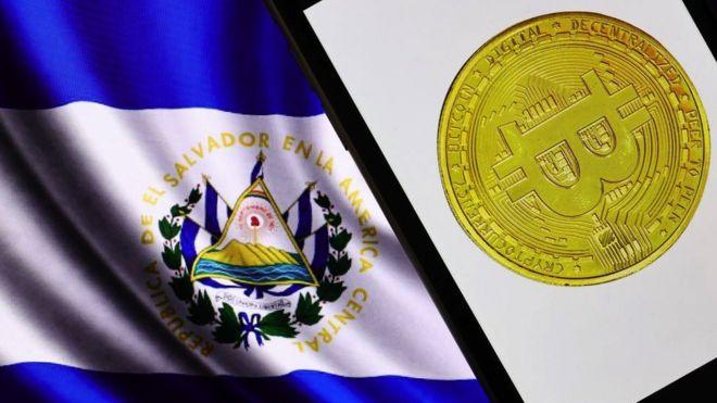 Bandera de El Salvador y bitcoin