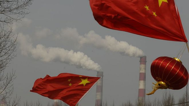 Khói thải ra ở một nhà máy năng lượng Trung Quốc. Hình minh họa