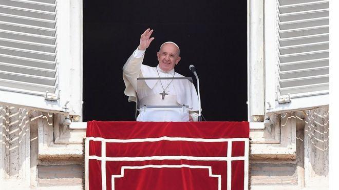 "Papa Francis yagize ati: ""Ngomba gusaba imbabazi kubera gukerererwa"""