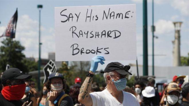 قتل ضابط في الشرطة رايشارد بروكس الذي يبلغ 27 عاماً