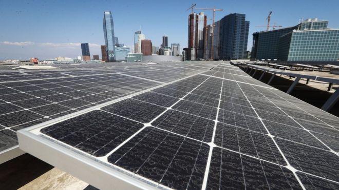 نصب صفحات خورشیدی در لس آنجلس