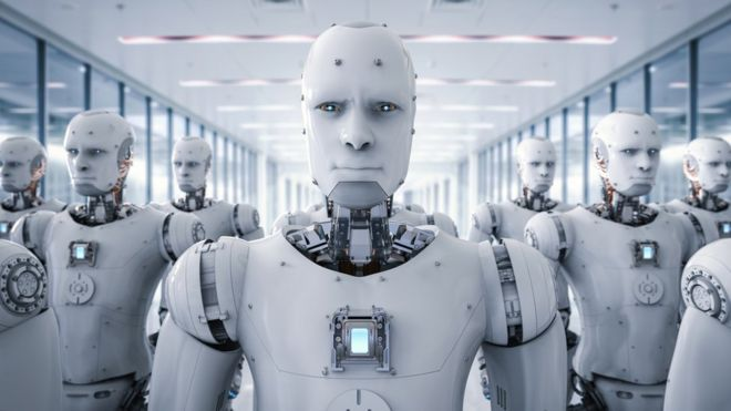 Un robot amenazante frente a un pequeño ejército de robots